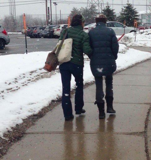 Akkalove Walking from Hospital2